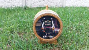 Дубовые бочки с гравировкой виски
